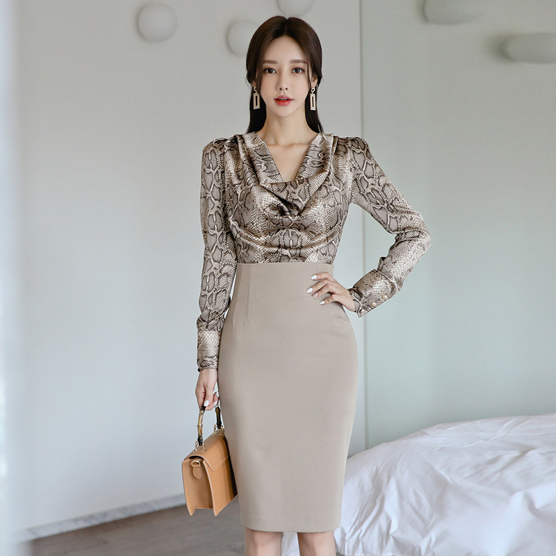 2019 Autumn And Winter Sexy Snakeskin Print Printed Long-sleeved Shirt + High-waisted Sheath Skirt Fashion Leisure Suit