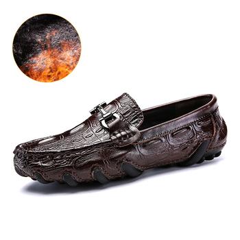 Oryginalne skórzane mokasyny męskie luksusowe wsuwane mokasyny buty do jazdy samochodem na co dzień z futra zimowe ciepłe buty męskie mokasyny Size38-47 tanie i dobre opinie NoEnName_Null CN (pochodzenie) Prawdziwej skóry Skóra bydlęca RUBBER 0692 Slip-on Pasuje prawda na wymiar weź swój normalny rozmiar
