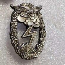 Broche de Cruz alemana de estilo Vintage, insignia de bronce, decoración colgante en relieve de Caballero de plata antigua