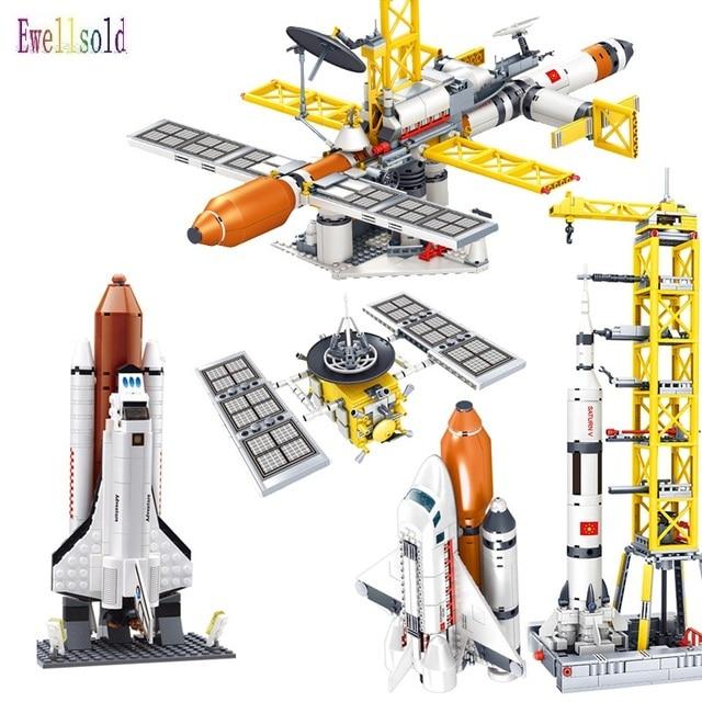 Ewellsold צעצועי תחנת החלל שבתאי V רקטות אבני בניין לילדים עיר הסעות לווין אסטרונאוט איור לבנים