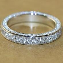 Женское кольцо из серебра 925 пробы с круглым белым топазом
