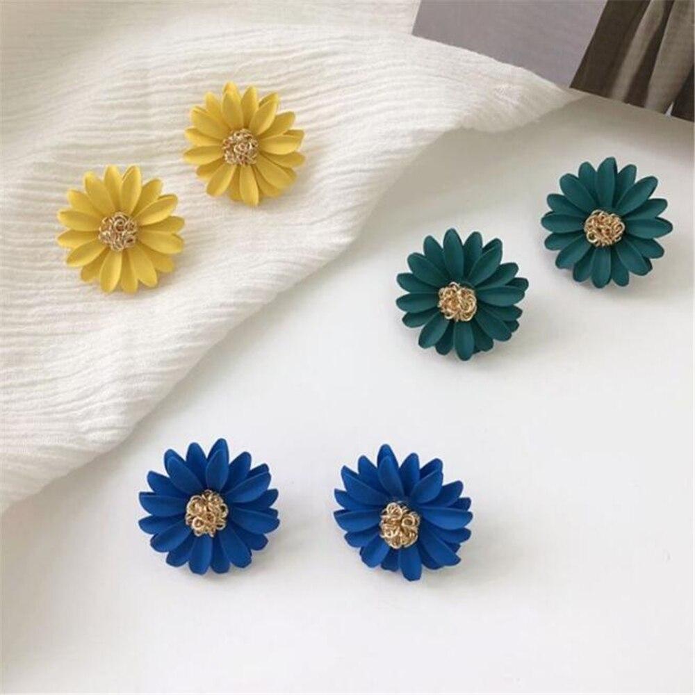Korean Style Cute Small Daisy Flower Stud Earrings For Women New Fashion Sweet Earrings Brincos Wholesale Jewelry