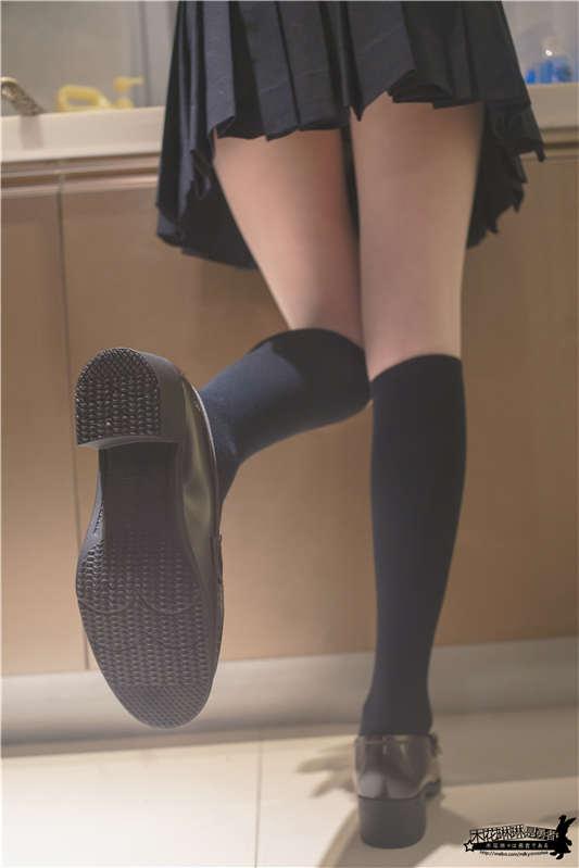木花琳琳是勇者@厨娘 JK制服与长筒袜[16P/2V/268MB]
