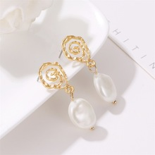 Korean Geometric Temperament Pearl Earrings Retro Spiral Style Yagin Fashion Creative Wave Lady Cross