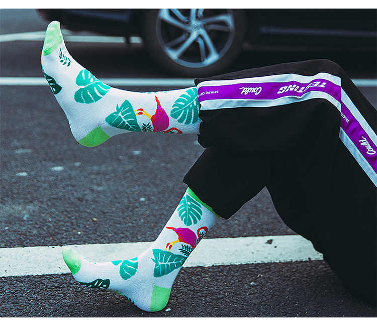 جديد الرجال النساء اللون مطابقة مجردة فلامنغو يترك القطن طويل جوارب أنبوبية مضحك سعيد جودة عالية Hot البيع