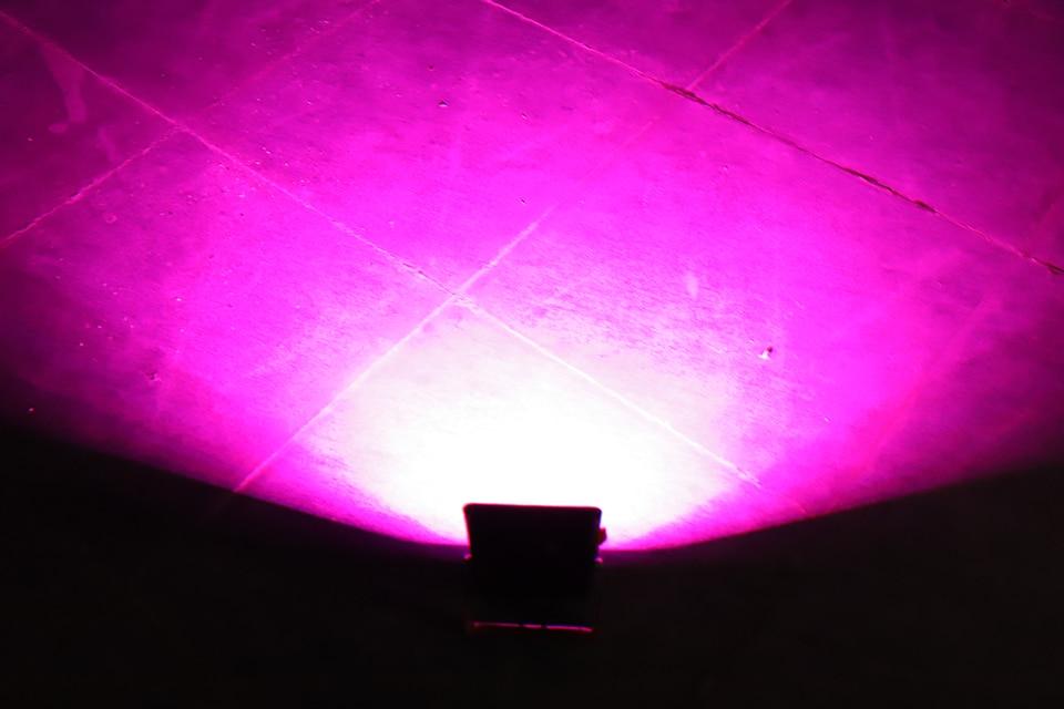 noite estrada grama luz vermelha luz azul luz advertência 18650 bateria