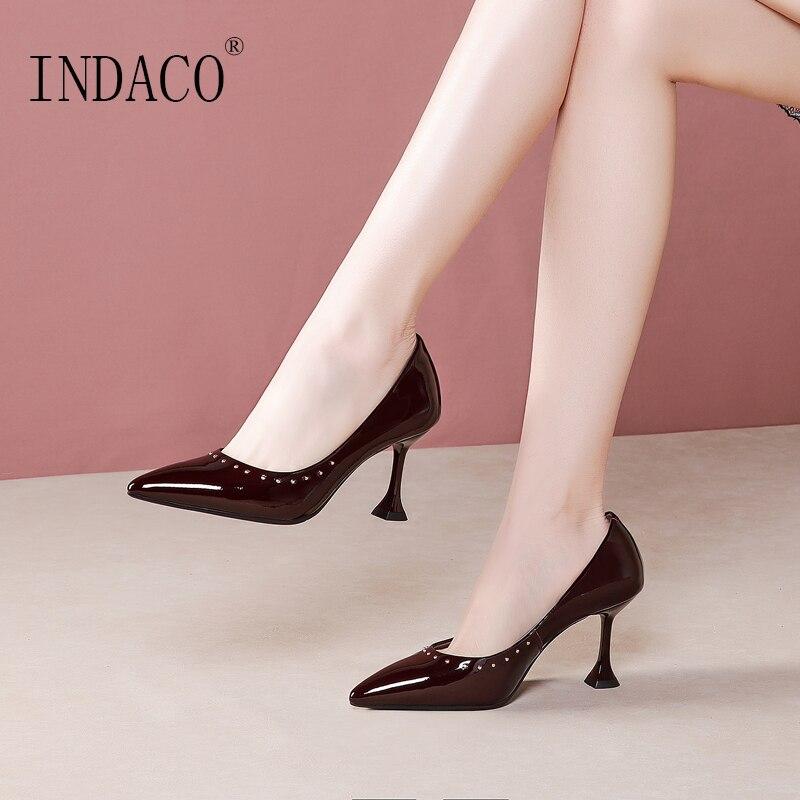 Vin rouge chaussures à talons hauts pour femme Rivets bout pointu en cuir pompes 7.5cm