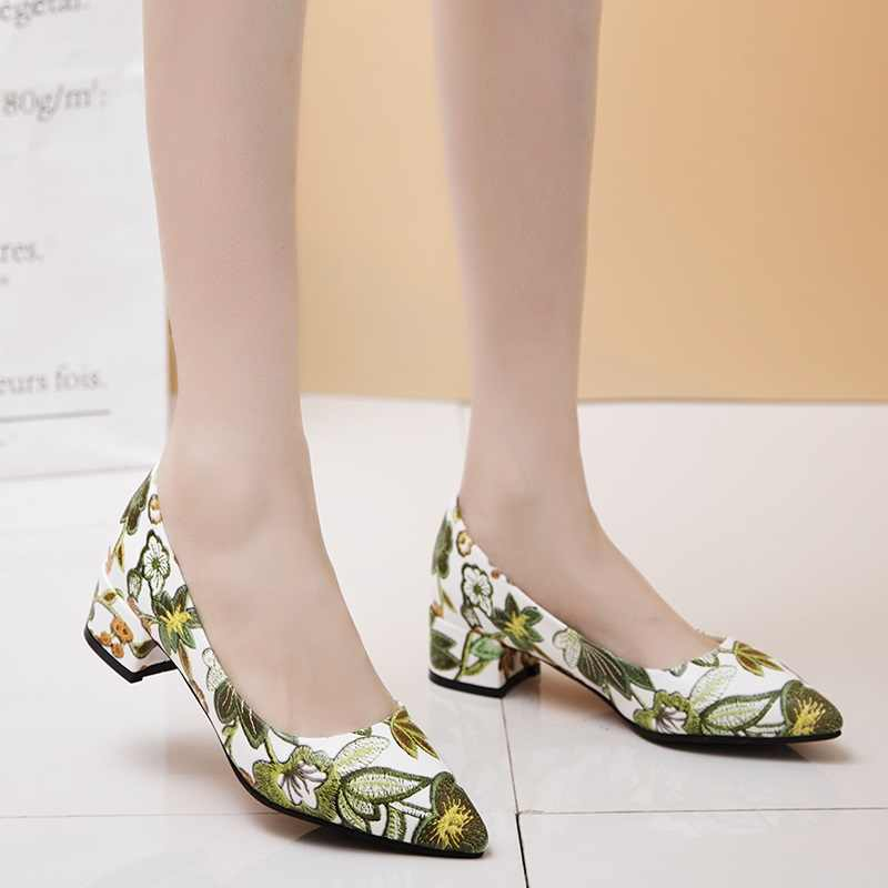 EGONERY düğün ayakkabı moda çiçek baskı parti pompaları 3cm düşük topuklu sivri burun slip-on sığ kadın pompaları 32-45 artı boyutu