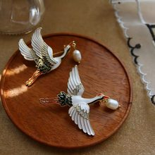 Vintage Female Enamel Cranes Brooch Cute Gold Color Jewelry Brooches For Women Charm White Pearl Pin Dress Coat Accessories