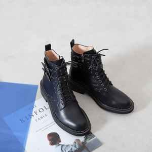 Image 5 - Krazing pot couro genuíno rendas até rebite design do punk europeu fivela de cinto encantador dedo do pé redondo grosso med saltos meados de bezerro botas l01