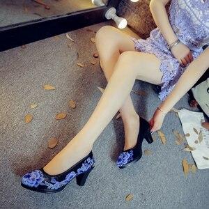 Image 3 - Veowalk/высококачественные атласные женские туфли лодочки с цветочной вышивкой Элегантные женские туфли в стиле ретро на среднем каблуке с круглым носком Zapatos Mujer