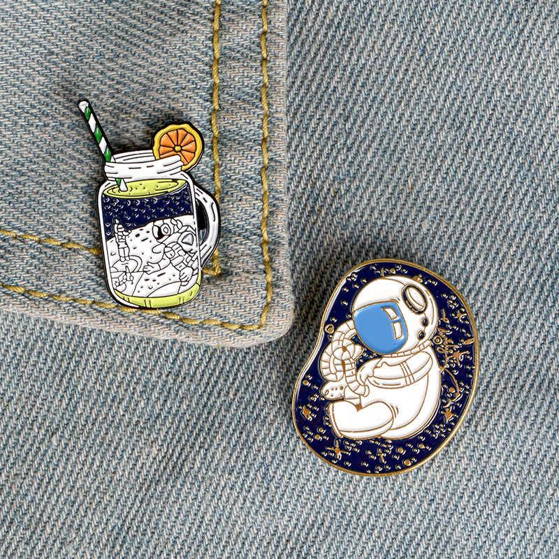 Astronauta in bottiglia Risvolto Spilli Piccolo bambino Soda Moda Spille Distintivi e Simboli Zaino Smalto Spilli fan del Regalo Dei Monili Per Il Settore Aerospaziale