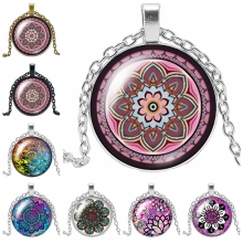 2019 New Hot Flower Kaleidoscope Series Glass Convex Round Moon Pendant Necklace Ladies Jewelry Gift