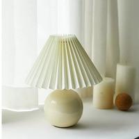 Vintage Koreanische Gefaltete Tisch Lampe Mit Tuch Retro Lampenschirm LED Schreibtisch Lampe Für Home Dekoration Nacht Lampe Keramik Nachtlicht