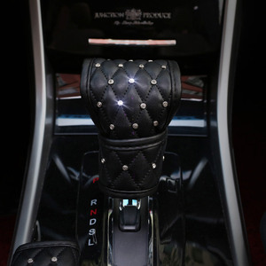 Image 5 - Universal 38cm Steering Wheel Cover Bling Rhinestones Crystal Car Handcraft Steering Wheel Covers Soft Leather for Girls ladies