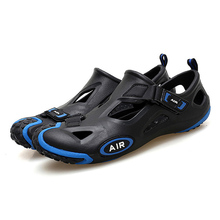 2019 New Couple Summer Breathable Hole Shoes Fashion Trend Non slip Mens Sandals Women Outdoor Travel Beach Shoes Men And Women