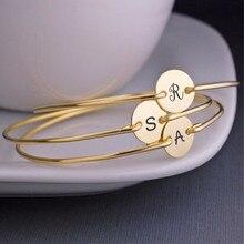 Vnox-brazalete con inicial de nombre para mujer y niña, brazalete de acero inoxidable con letra personalizada, brazalete con moneda, joyería de fiesta