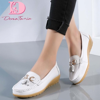 Brand New women's Split Leather Loafers Fashion Slip On Vulcanized Metallic Shoes Woman 2021 Ladies Fringe Casual Comfy Flats 1