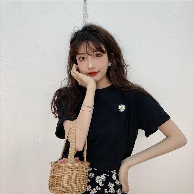 Daisy Embroidery Short Sleeve T-shirt for Women Korean Sweet Girls Flower Loose Leisure Tops Ins Fashion Simple Joker Clothings 3