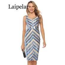 Женское платье в полоску с v образным вырезом и блестками
