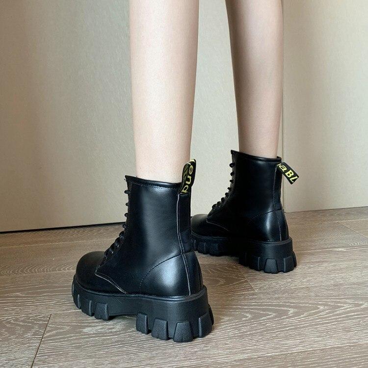LMCAVASUN/новые модные черные ботильоны в европейском стиле черные ботинки на шнуровке с круглым носком на плоской подошве женская обувь из лак...