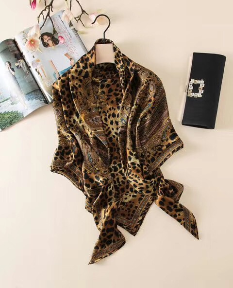 2019 New Arrival Autumn Spring Leopard Design 140*140 Cm Big Size Scarf 100% Silk High Quality Scarf For Women Lady Girl