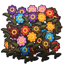 10Pcs Small Embroidered Iron On flower patch Badges Leaf Daisy Flowers Appliques For Bag Hat Clothes Craft Decoration 3.0cm