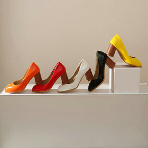 Image 2 - Sianie Tianie cuir verni couleur unie jaune orange femmes chaussures bloc dames pompes sapato feminino chaussures de mariage taille 46