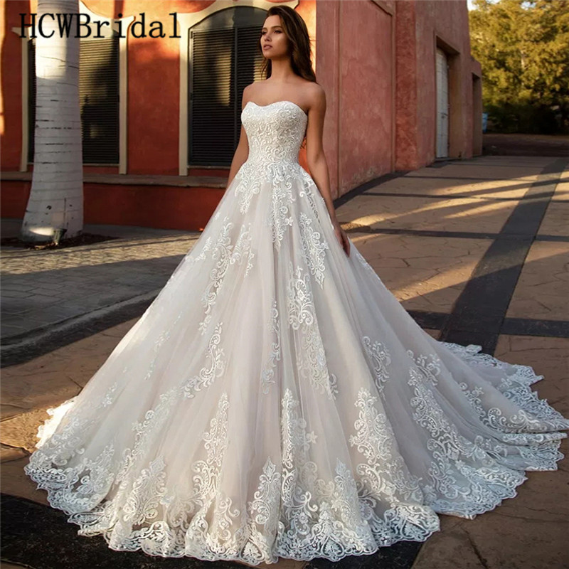 Hot Selling Dubai Lace Wedding Dresses Strapless Sweep Train