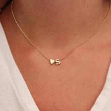 Colar de ouro e prata colorido com letra do nome na gargantilha