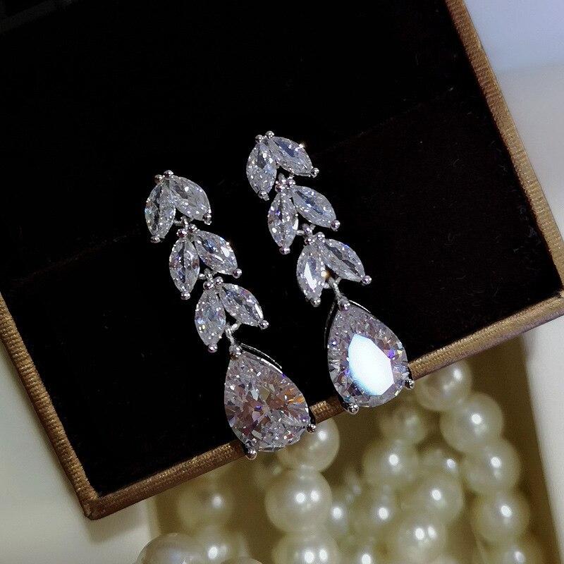 Купить женские серьги гвоздики из серебра 925 пробы с фианитами