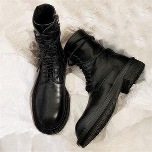 Image 1 - 2020 חדש חם שחור רך עור נשים קרסול מגפי תחרה עד מקרית שטוח נעלי אישה קצר נעלי רכיבה מגפי דירות