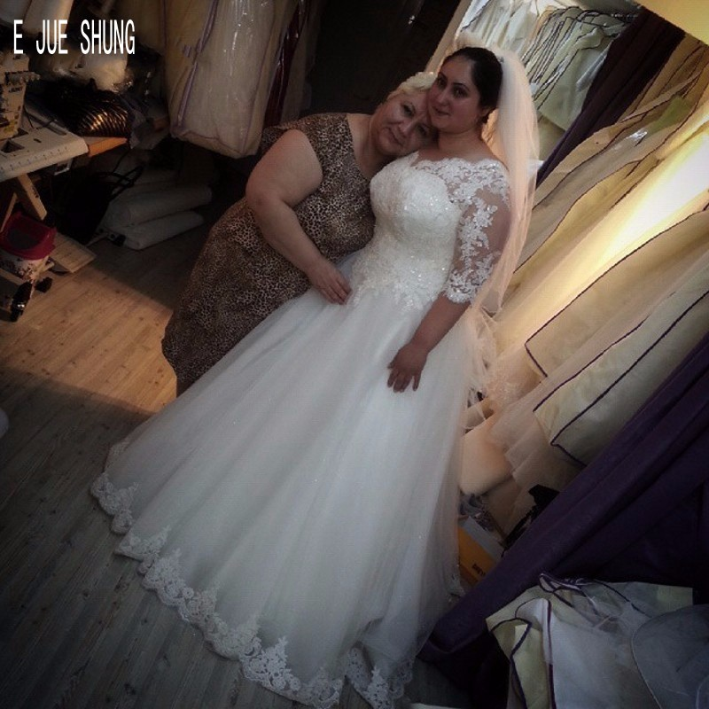E JUE SHUNG Modest Half Sleeves Lace Wedding Dresses Scoop Neck Appliques Plus Size Lace Up Back Wedding Bridal Gowns