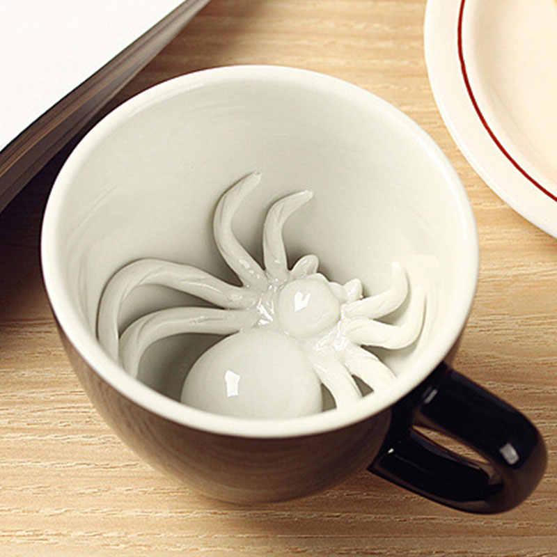 Creepy taza de café creativa Taza de cerámica de araña oculta Animal dentro del cráneo araña tazas Halloween vacaciones regalo de cumpleaños para amigo