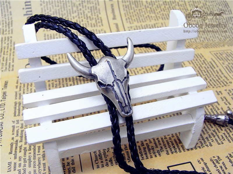 Adjustable Bull Head Western Cowboy Bolo Tie Rodeo Dance Necktie Faux Leather Pendant Necklace