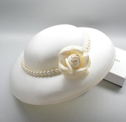 Dîner de la mariée européenne chapeau les grands britanniques de la restauration de l'antiquité perle camélia noir et blanc ombres robe headd