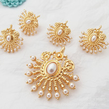 цены antique pearl brooch hollowed out  sparrow fan brooch  pendant ear nail ear clip retro brooch suit