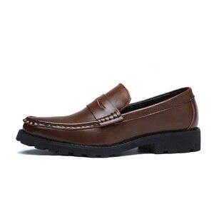Image 2 - 2020 vestido de couro genuíno sapatos masculinos deslizamento on negócios casamento formal sapatos planos para homem