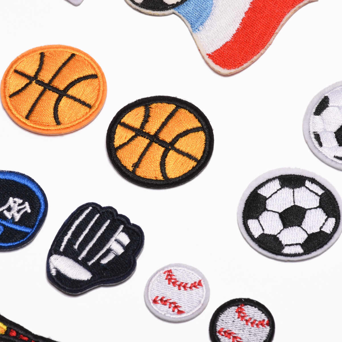 Pegamento con respaldo de viento euroamericano paño bordado pegar baloncesto, voleibol, Rugby, nuevo fútbol de dibujos animados 2019