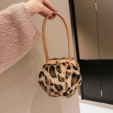 цена на Fashion Leopard Small Round Women Handbags Brand Design Plush Ladies Tote Dinner Party Lock Hasp Bag Purse High Quality Clutch