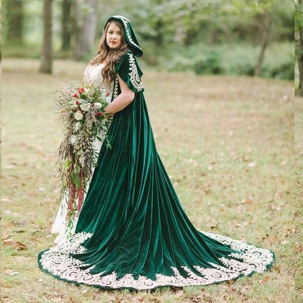 Dark Green Velvet Wedding Coat With A Hood Long Lace Appliques Bridal Cape Bolero Wrap Wedding Accessories Halloween Medieval Ve