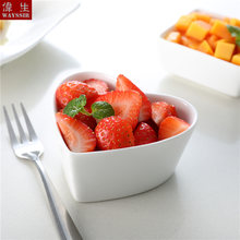 Фруктовый салат из белого фарфора в форме сердца тарелка для