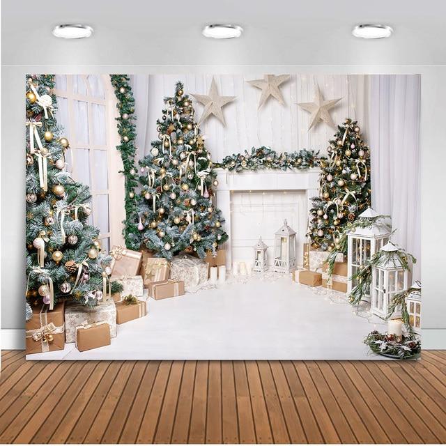 خلفية عيد الميلاد البيضاء لغرفة المعيشة ، للتصوير الفوتوغرافي ، هدايا شجرة الكريسماس ، استوديو الصور ، موقد الضوء الأبيض العتيق