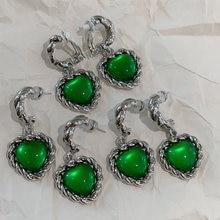 Для женщин ювелирное изделие с зеленым камнем в форме сердца