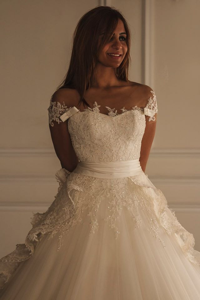 Fashonable A-line Long Lace Wedding Dress Short Sleeves Beaded Wedding Gown Cathedral Lace Train Back Zipper Wedding Dress A212