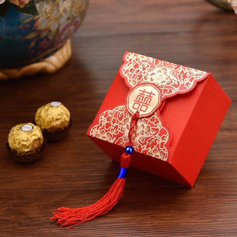 (50 Pieces/lot) Traditional Chinese Red Wedding Candy Box With Tassel Gold Foil 3D Butterfly Wedding Favors Gift Boxes B007
