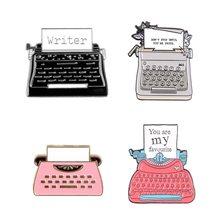 Moda retro máquina de escrever metal esmalte broche clássico material de escritório emblema pino diversão na moda escritor traje mochila jóias presente