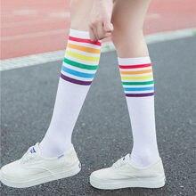 Calze arcobaleno calze a righe calze alte morbide sopra il ginocchio calze sportive da calcio per ragazze a strisce arcobaleno nero bianco нноски