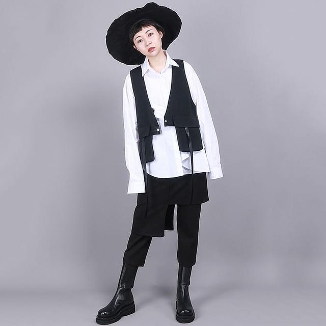 [EAM] Women Black Asymmetrical Split Joint Loose Fit Vest New V-collar Sleeveless   Fashion Tide Spring Autumn 2021 1R854 2