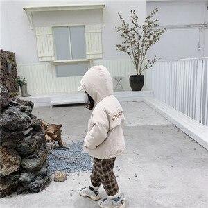 Image 5 - WLG hiver garçons filles parkas enfants velours à capuche à manches longues lettre imprimé beige gris manteau bébé vêtements épais